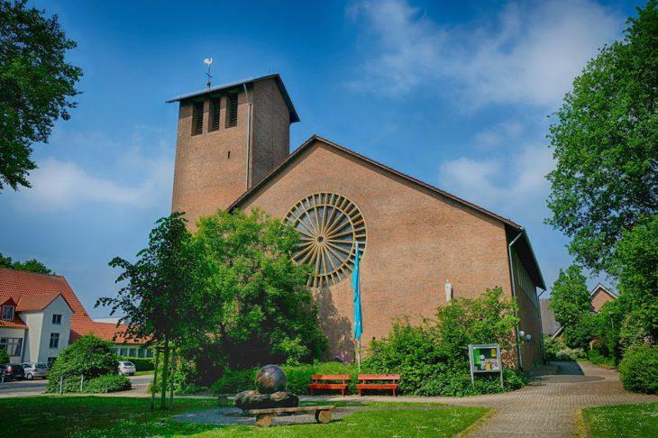 Pittoresk, aber mürbe: Herz-Jesu-Kirche, Reichswalde