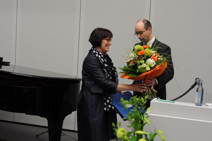 Durch die Blume gesagt: Sympathien für die scheidende Präsidentin (Foto: HRW)