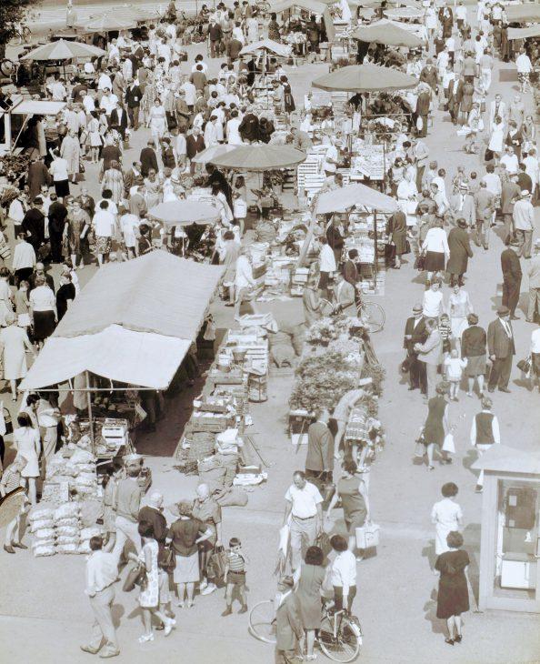 """In der 60-er Jahren, als diese Aufnahme entstand, war noch jeder Samstag """"Tag des Marktes"""""""