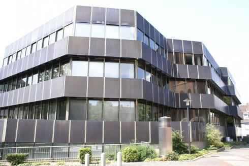 Offenheit sieht anders aus: Zentrale der Sparkasse Kleve