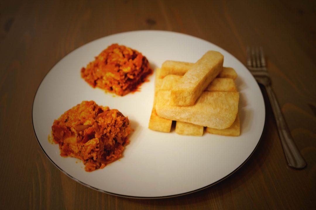 Ein typisches Gericht aus Nigeria ist Yam & Eiersoße.