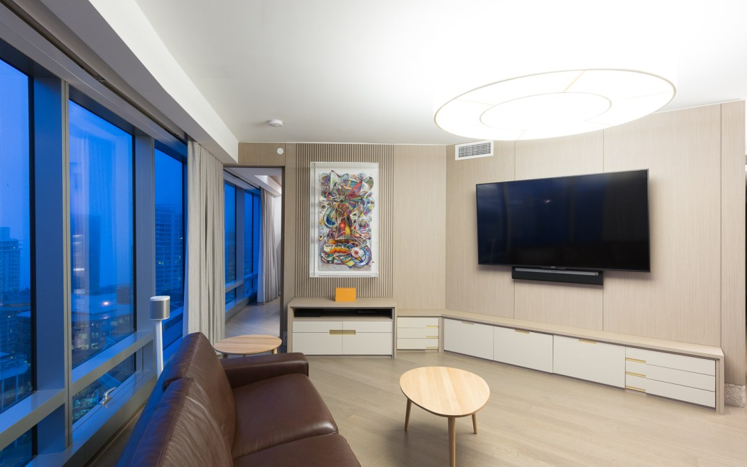 Sleek, Downtown Apartment – Vancouver, BC