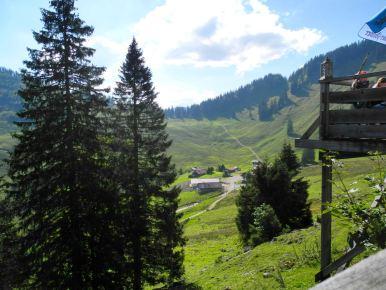 Blick von der Oberen Firsthütte auf die Untere Firsthütte