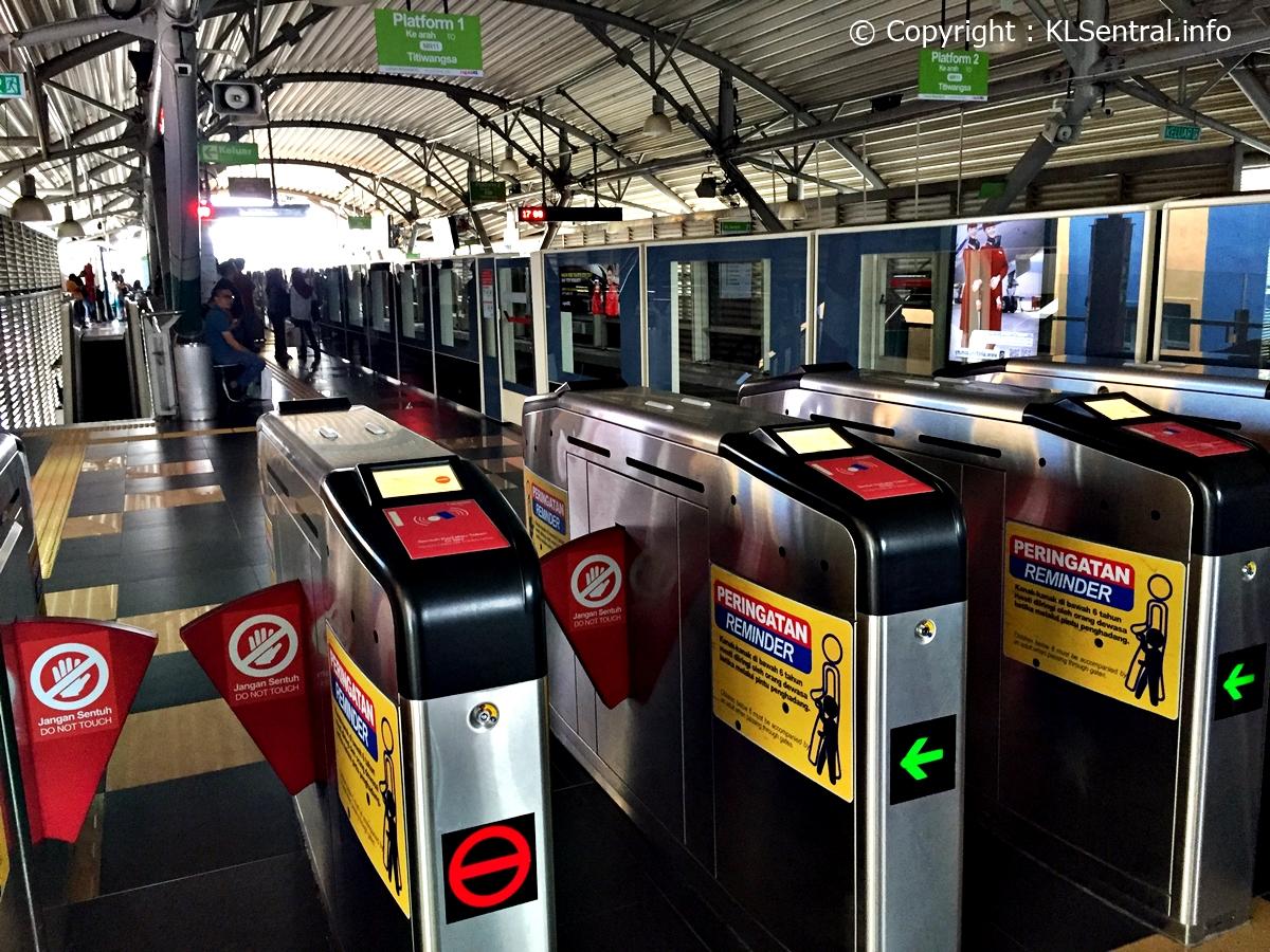 KL-Monorail-KL-Sentral-station-boarding