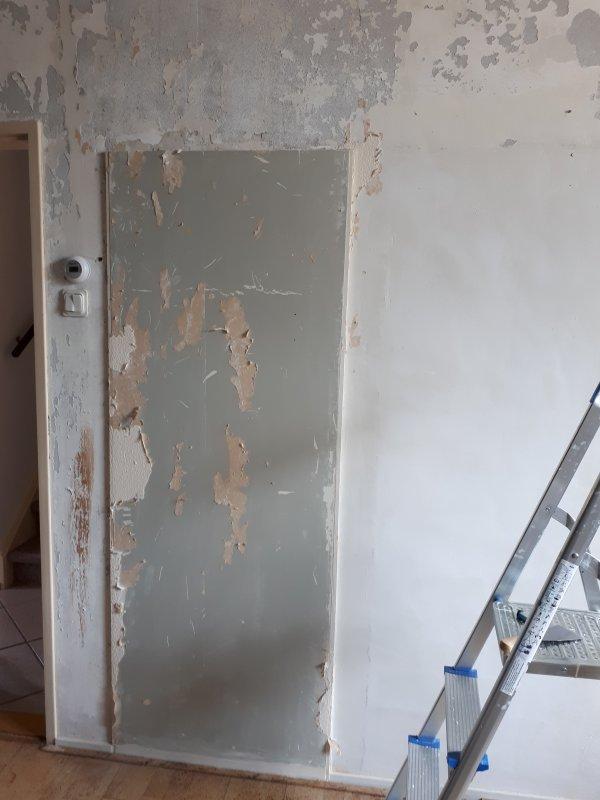 Wegwerken achterkant meterkast in woonkamer