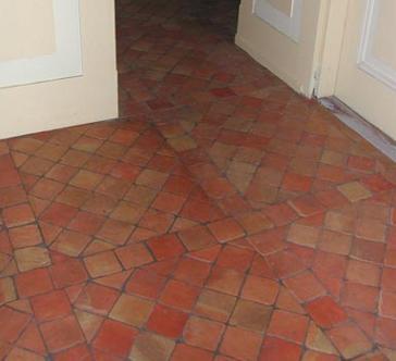 Bleken  Whitewashen terracotta rode estrikken tegelvloer