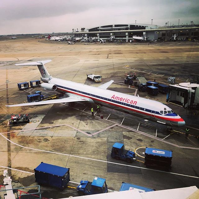 MD-80 in classic AA livery .. let's get back to the CLE.