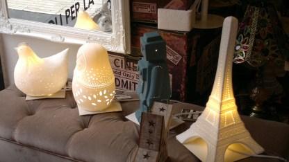 Lampada Tavolo Abat Jour Tour Eiffel Matrioska Robot Gallina Porcellana Bianco – KMV Home Store stocKMarket