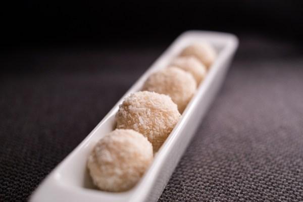 Superrychlé nepečené cukroví – kokosové kuličky Rafaelo #AIP, low carb recept
