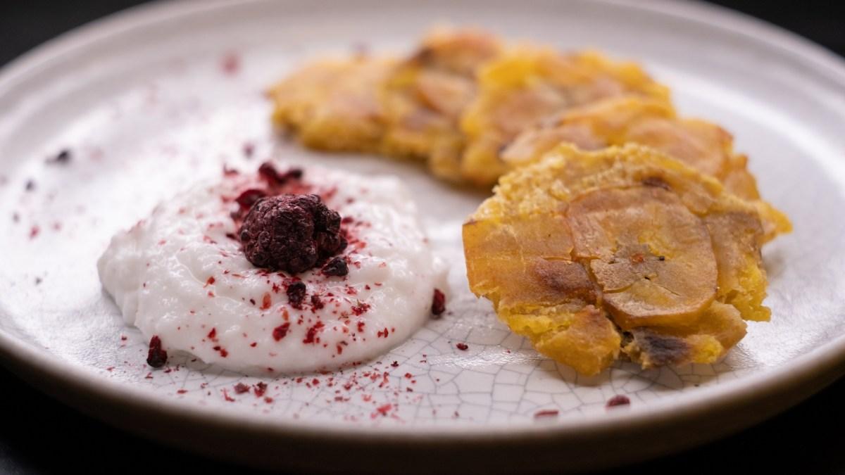 Tostones – smažené plantainové chipsy/placičky: #AIP, paleo recept