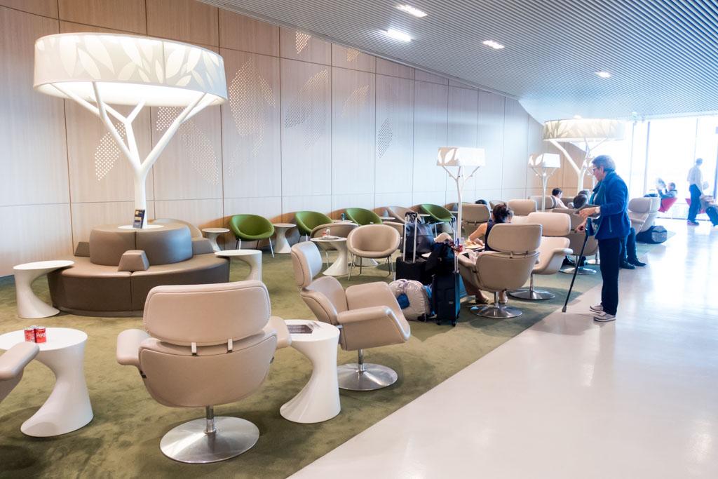Review Air France Salon Terminal 2E Concourse M at Paris CDG