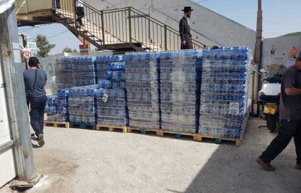 המספרים נחשפים: 220 אלף בקבוקי מים, 240 אלף מנות ארוזות וכריכים