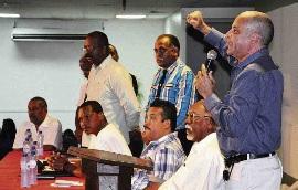 SEU-voorzitter Errold Bishop kwam vanochtend steun betuigen aan de vakbonden en hun leden.