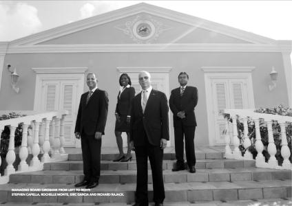 Girobank doet aangifte tegen oud-directeuren: Stephen Capella (links), en Eric Garcia (midden vooraan) | Foto 2012