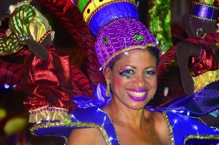 Ambiente tin bij Marcha di Despedida | Persbureau Curacao