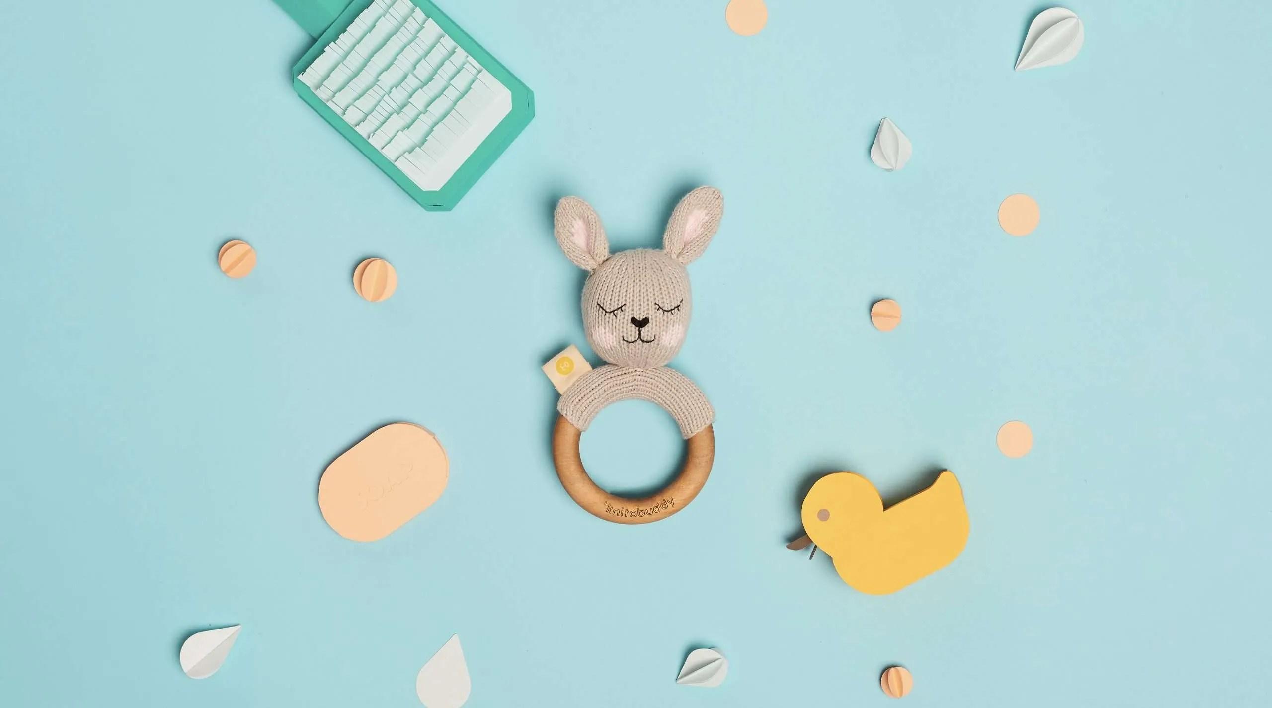 Mordedor de conejo artesanal en el baño