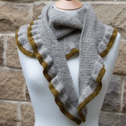 The shawl has two edge patterns to choose from (c) Joy McMillan