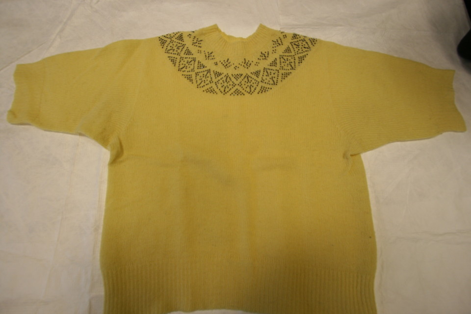 TEX 203-179 Beaded yoke jumper - 1950s
