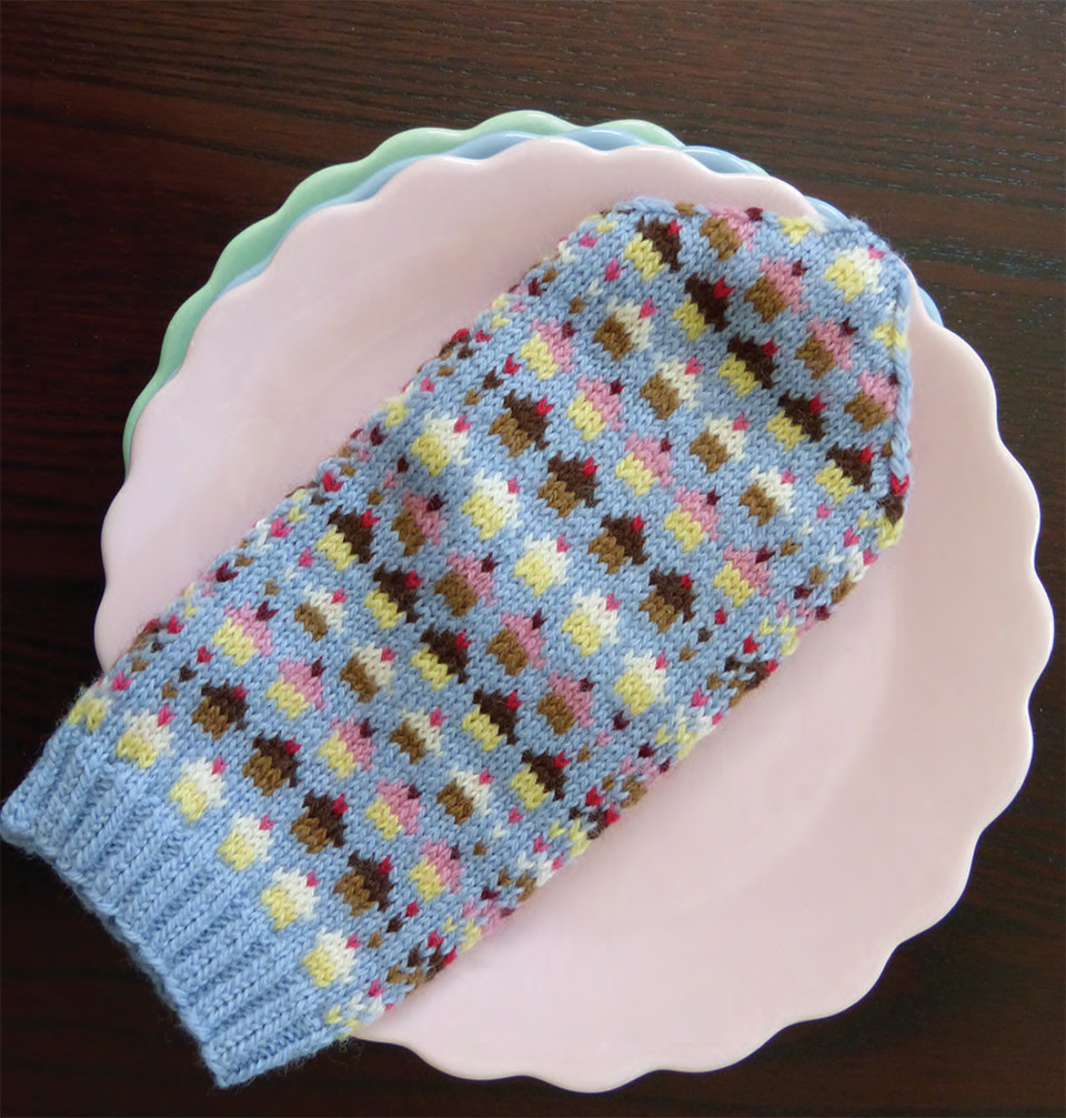 Mittens with cupcakes on them - a design classic