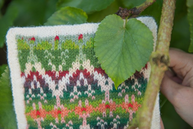 Mulberry-tree-inspired knitting and Mulberry tree