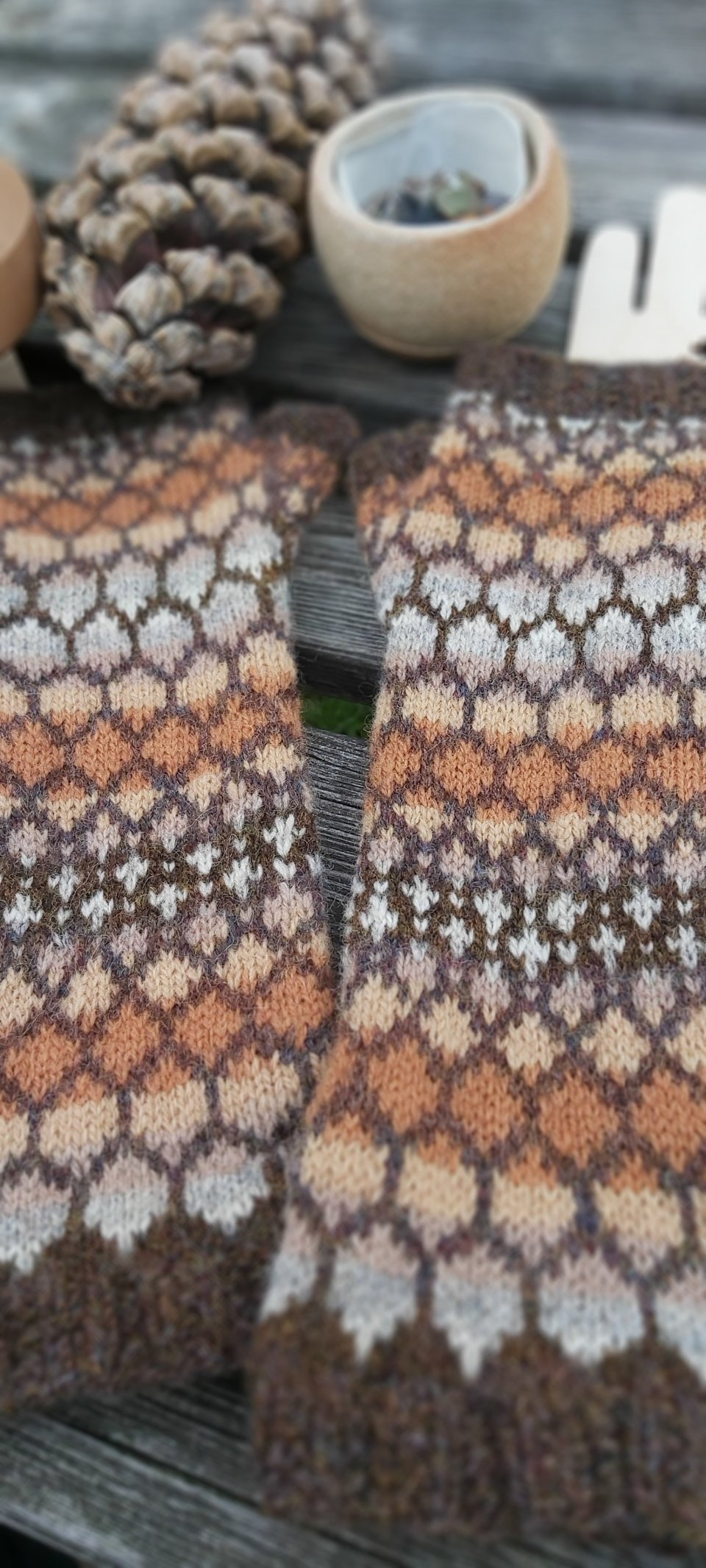 Skystone armwarmers in pinecone colourway