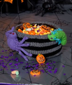 bug-infested-bowl-free-halloween-knit-pattern