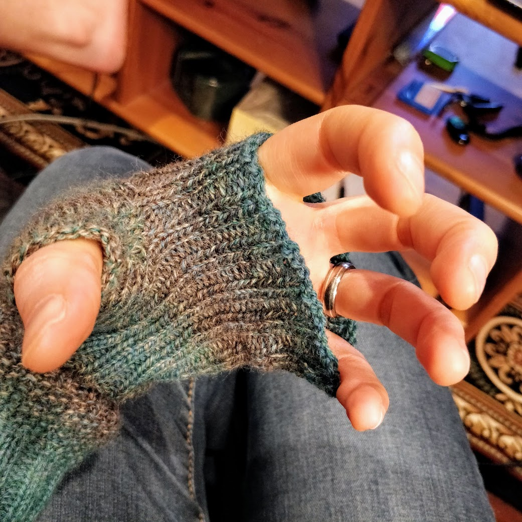 The thumb of the Watch Me armwarmers connects to the rest of the hand without any holes at all!