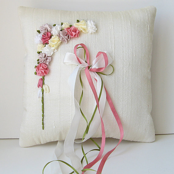 throw-pillow-with-ribbons