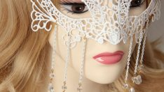 How is make of lace mask?