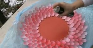 making-mirror-out-of-plastic-spoons-3