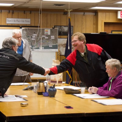 "Sparks shakes Brown's hand during Spark's last City Council meeting. The former Councilman completed the ""handoff"" with Adam Martinson who will now hold Seat A on the Council. Photo Credit: Davis Hovey, KNOM (2017)"