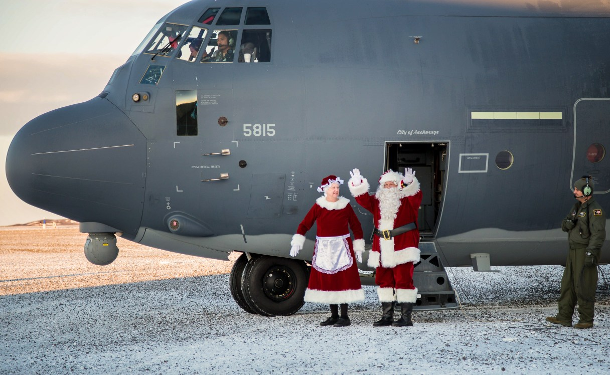 Santa and Mrs. Claus Arrive at St. Michael