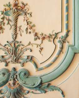 Pattern inspiration for weddings with a baroque ceiling