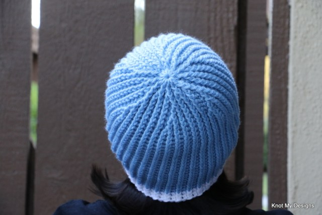 Winter / Fall Seasoned Crochet Blue Jagged Beanie Free Pattern for an adult woman - kNot mY deSigns