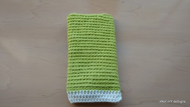 Crochet Back-Looped Cell Phone Wristlet Pouch Free Pattern for a female - Knot My Designs