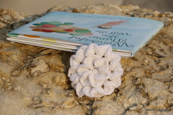 Crochet White Petals Flower Bookmark - kNot mY deSigns
