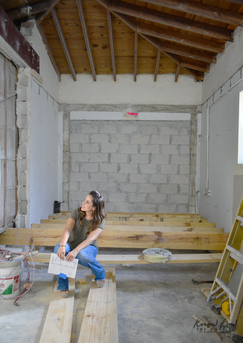 Small kitchen remodeling; talking about walls, floors and a budget hit