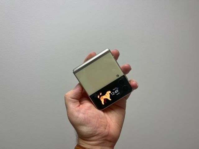 z flip 3 outer display