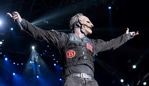 Corey Talyor on stage with Slipknot