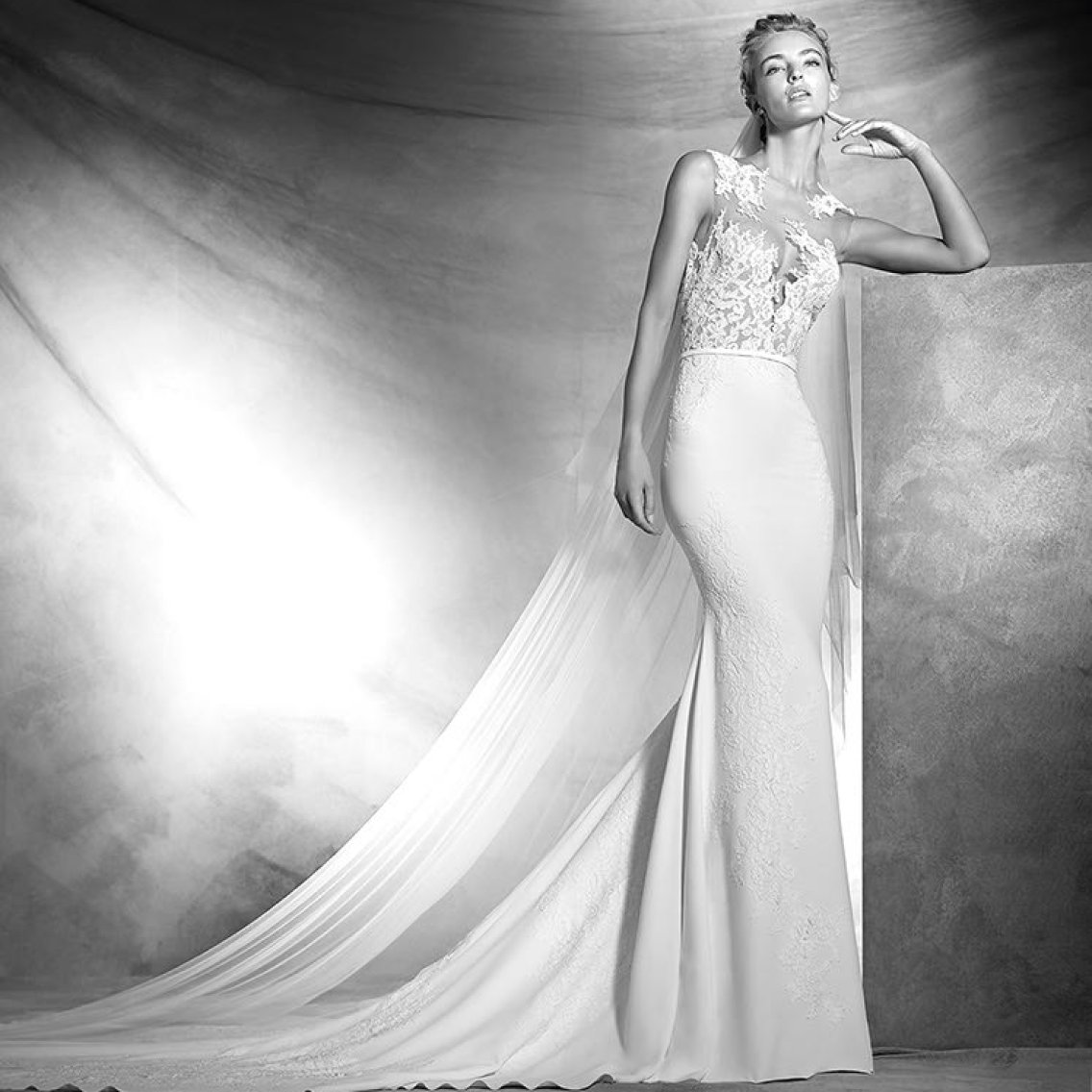 Pronovias Atelier Vicenta size 12 2017 Collection