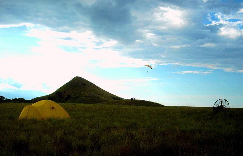Paralayang di Pulau Kenawa, Pulau Eksotis yang Terabaikan