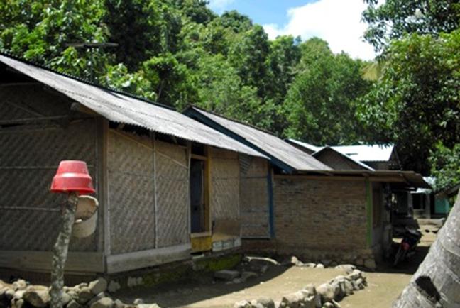 Tak Jauh Dari Ibukota, Dusun Mekarsari Belum Tersentuh Listrik