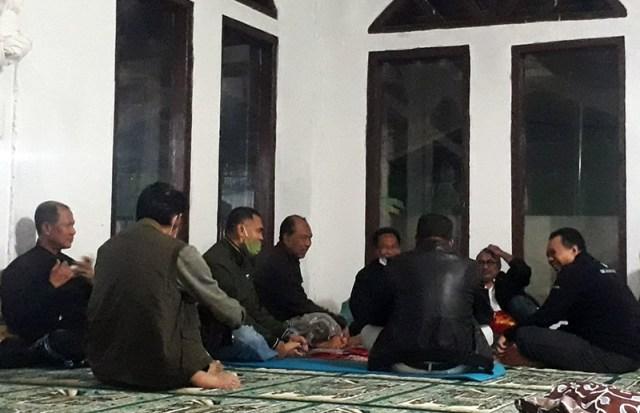 Gubernur NTB Rapat di Masjid