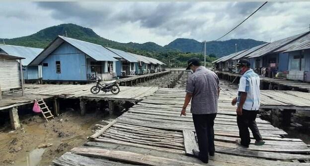 Wabup Minta Regulasi dan Tata Administrasi Rumah Apung di Desa Labuhan Lalar Dikelola Dengan Baik