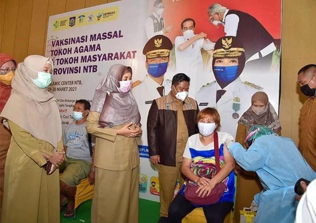 Vaksinasi Massal di Islamic Center Mataram 1