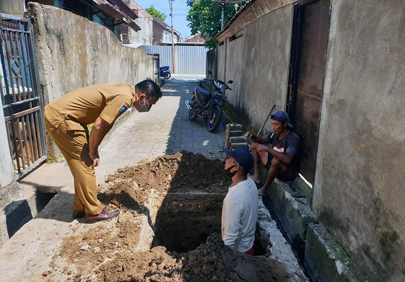 Warga Kelurahan Menala Kompak Kebut Tuntas STBM Pilar 4 dan 5