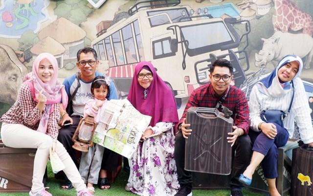 dr. Dwi Indrianti Firmatasari Bersama Keluarga