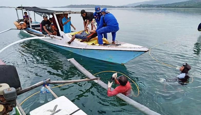 Warga Rempe yang Tenggelam di Perairan Pulau Bungin Ditemukan Tak Bernyawa - Proses Evakuasi Jenazah