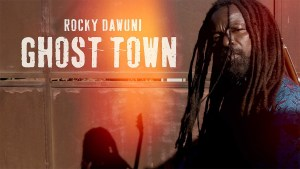 Read more about the article Rocky Dawuni Premieres Video For 'Ghost Town'