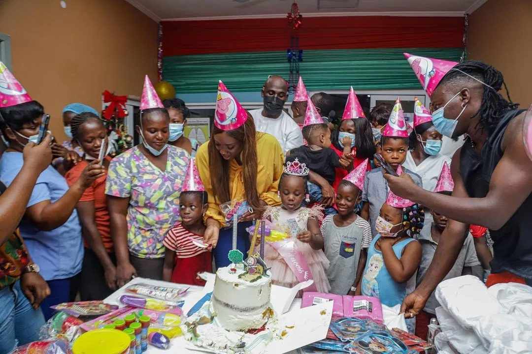 Stonebwoy Pays Hospital Bills Of Kids At 37 Military Hospital To Mark His Daughter's 3rd Birthday